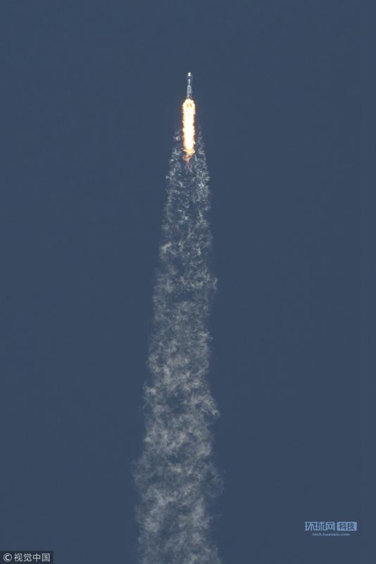 美国宇航局(NASA)官网消息,当地时间5月22日下午12点47分,在美国范登堡空军基地,猎鹰9号火箭载着7颗卫星发射升空。其中包括重力测量和气候实验的双卫星。这组双星是美国宇航局和德国宇航中心(DLR)的合作项目,旨在监测地球重力场变化,从而提供地球水流变化的数据。