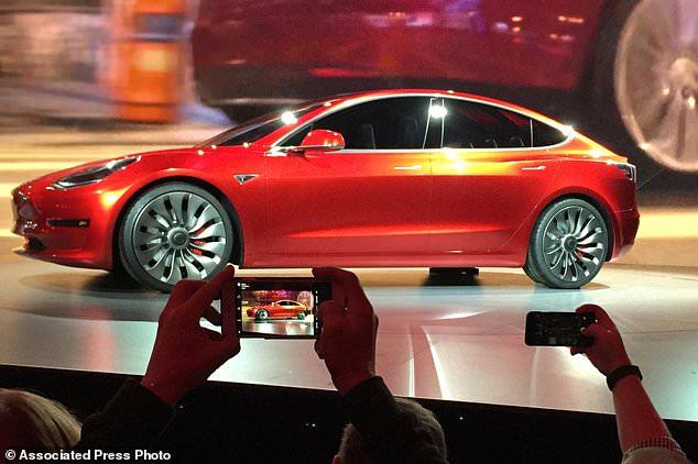 美《消费者报告》:特斯拉Model 3刹车距离长