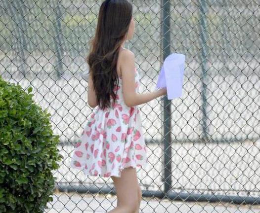 惹谁了? 女生穿短裙去图书馆被男学生投诉性骚扰