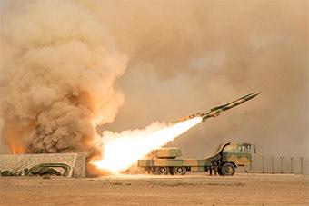 戈壁滩导弹部队演练设伏击落空中目标