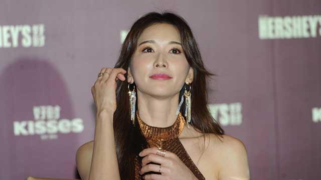 林志玲肤白貌美娇羞模样很迷人