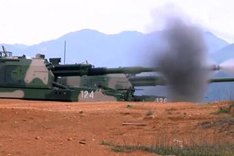 直瞄打坦克!解放军自行重炮进行直瞄手控射击