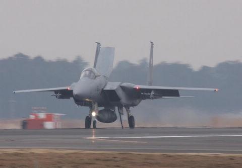 快讯:日本航空自卫队一架F-15战机紧急着陆