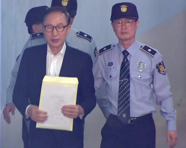 快讯!李明博首次出庭受审 称心情悲痛