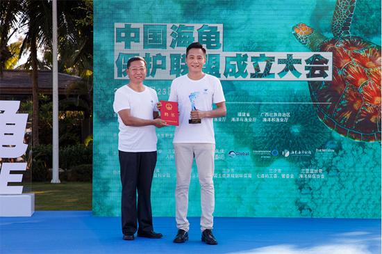 """刘烨担任""""中国水生野生动物保护公益形象大使"""""""