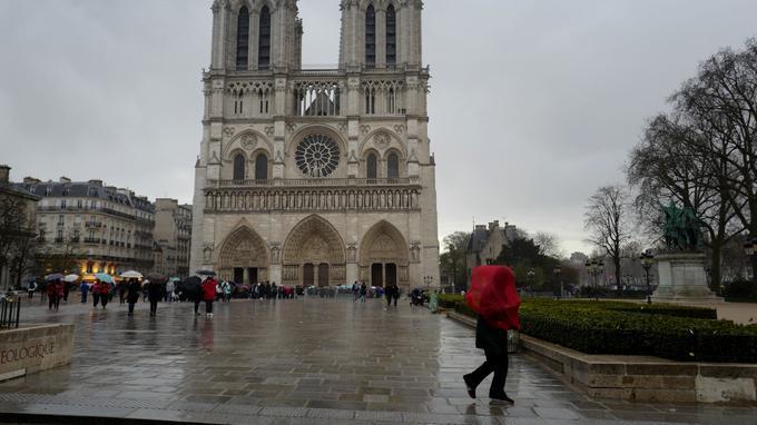 巴黎再遭暴雨冰雹考验:消防部门接400多次市民电话求助