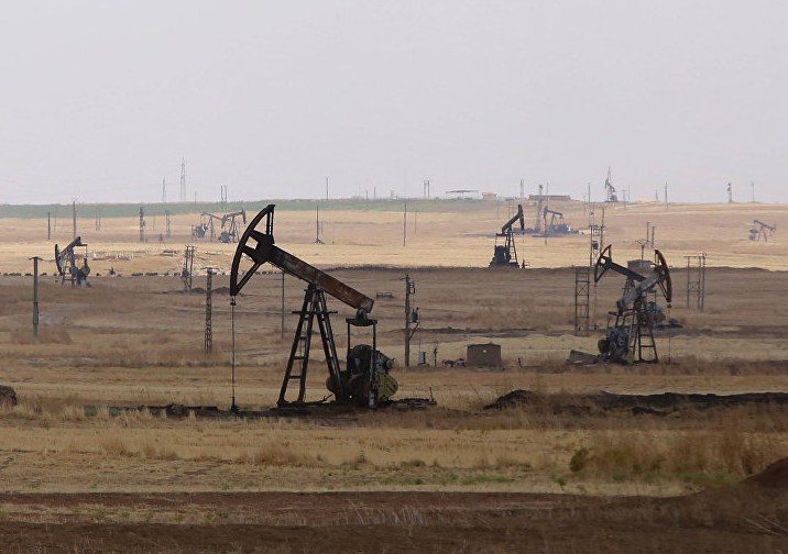 """叙利亚控诉美国:故意炸油田并为恐怖分子""""输血"""""""