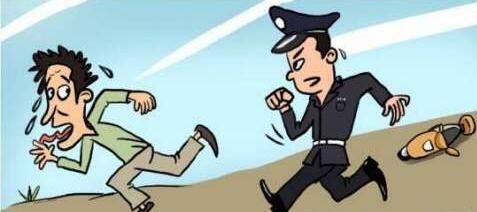 警察狂追逃犯3000米 逃犯求饶:大哥,歇会儿再追