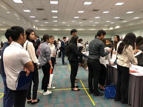 华媒:在美留学生毕业即失业?中国海归机会多