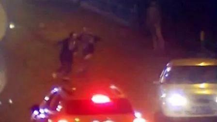 """一男子酒后强行""""捡车""""同伙竟然亮出了枪……"""