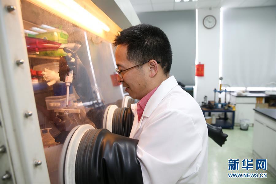 中国科学家成功研发治污新材料 光照2周可改善水质