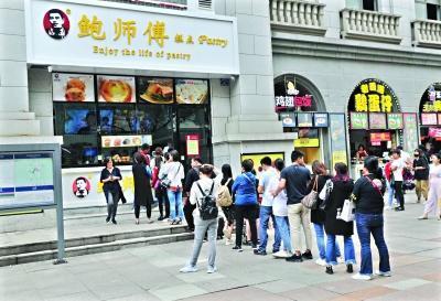 """武汉网红店雇""""托""""排队被责令停止 工商立案调查"""