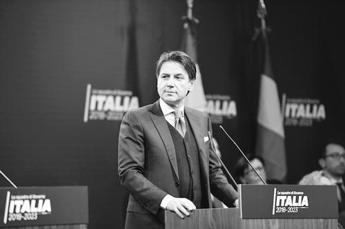 朱塞佩·康特:有望当意大利总理的教授