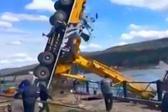 起飞!俄罗斯一台50吨起重机戏剧性翻车