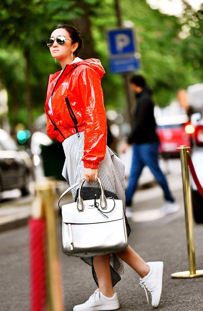 巩俐巴黎街头霸气袭人 积极准备将进组《花木兰》
