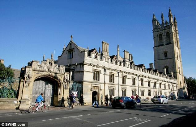 英国牛津市将试点世界首例弹出式电动汽车充电桩
