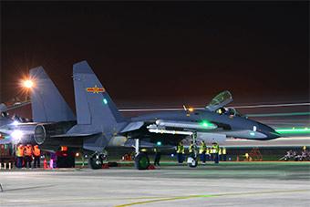 重型战斗机夜间出动展示全时作战能力