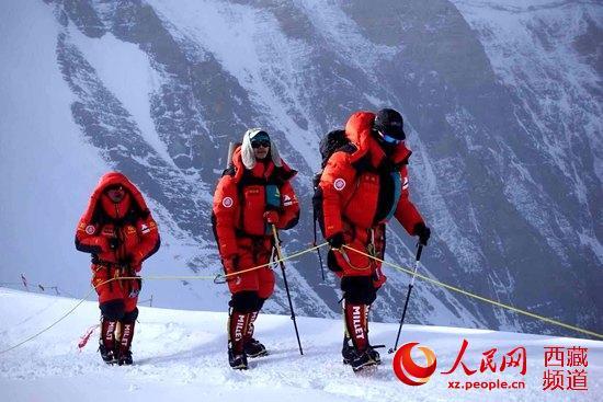 北大登山队成功登顶珠穆朗玛峰