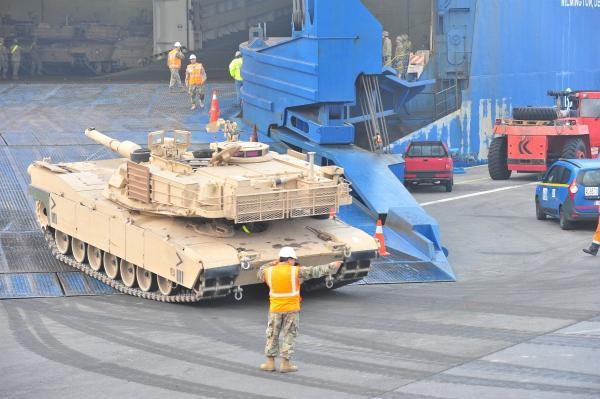 美媒:美军向欧洲增派精锐部队 携带2500件重装备