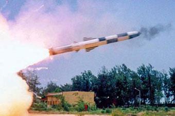"""印度再试射布拉莫斯导弹 首次用这个""""姿势"""""""