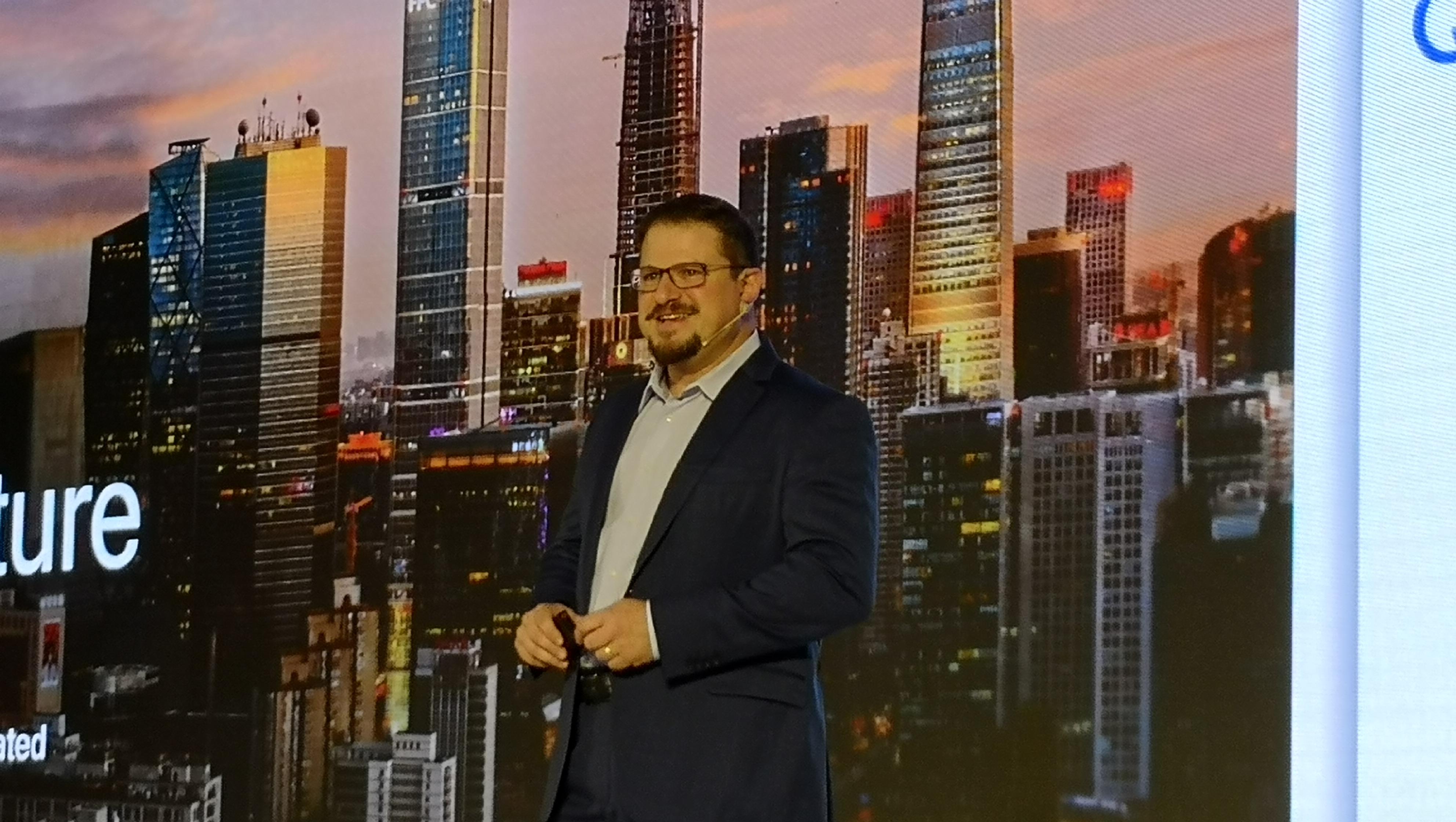【环球网科技 记者 张之颖】高通人工智能创新论坛今日于北京登场,高通总裁克里斯蒂安诺.阿蒙表示,到2021年,人工智能衍生的商业价值将达3.3万义美元。究竟高通对人工智能未来趋势的解读为何?环球网科技带你来看看未来AI大趋势。