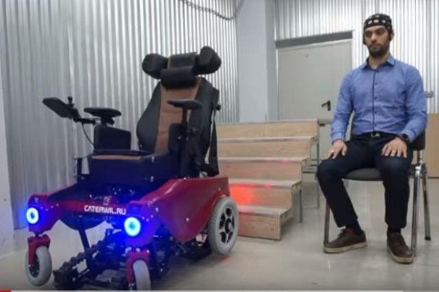 俄科学家研制出可用意念控制的越野轮椅