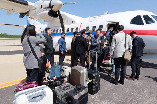 韩记者团飞抵朝鲜元山 将乘坐特别专列前往丰溪里