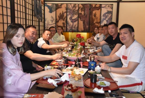 盛世新影集团高层在2018世界超模中国赛会见全球冠军姜妍璐
