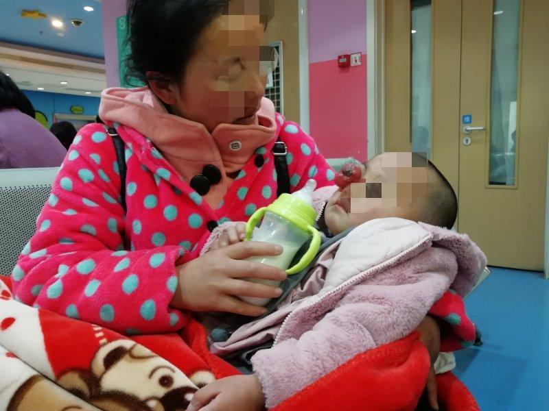 女子疑利用3岁女儿诈捐致其死亡 警方:未构成犯罪