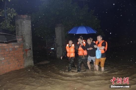 中国多地遇强降雨 共造成60.3万人受灾