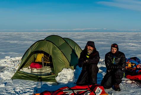 英探险家19天徒步634公里穿越结冰贝加尔湖