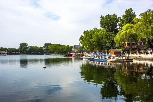 北京:什刹海碧水蓝天风景美如画