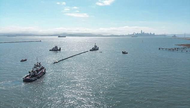 """海洋""""垃圾车""""下水测试 拟处理太平洋垃圾带"""