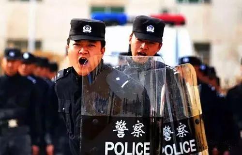 """【我们家的报国故事】黄飞:""""塔河雄鹰"""",天山脚下的英雄"""