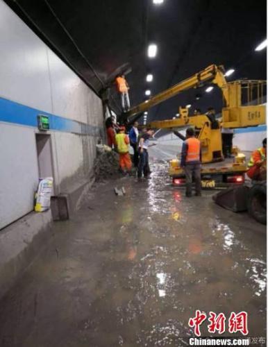 南京扬子江隧道堵漏完成 今晨六点已恢复交通