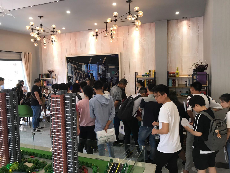 武汉大学生八折购房登记火爆 房源明显供不应求