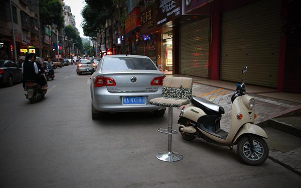 停车位缺口巨大致纠纷频发,专家:各类车位权属亟须立法明确