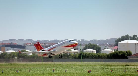 又一架ARJ21飞机完成生产试飞 已有5架交付使用