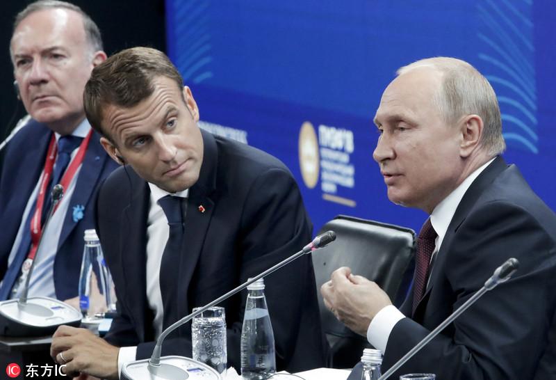 马克龙出席经济论坛听普京发言 花样表情包抢镜