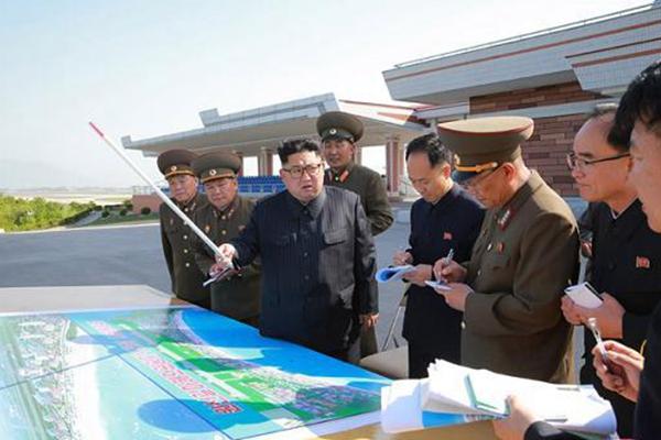 朝鲜最高领导人金正恩视察元山旅游区工地