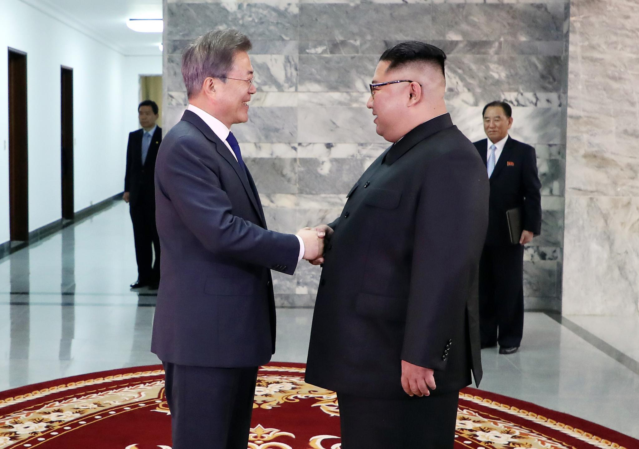 韩国总统文在寅2018年5月26日在板门店朝方一侧统一阁与朝鲜最高领导