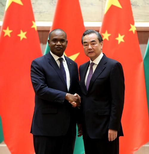 王毅谈中国与布基纳法索复交:任何企图分裂中国的行径都是螳臂当车