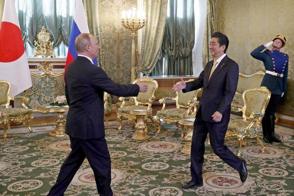 俄罗斯总统普京会见日本首相安倍晋三