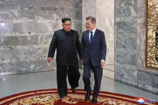 金正恩:感谢文在寅为朝美会晤付出的努力和辛劳