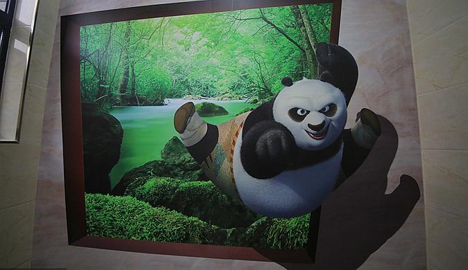 """重庆打造首个""""3D公厕""""  熊猫""""夺框而出"""""""