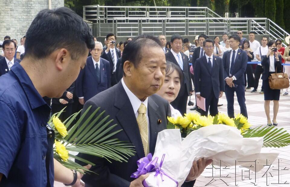 日自民党干事长二阶俊博到访映秀 悼念汶川地震遇难者