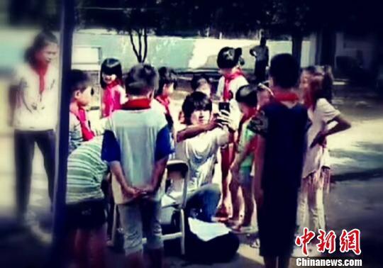 周星驰携《美人鱼2》剧组在广东龙门拍摄引围观