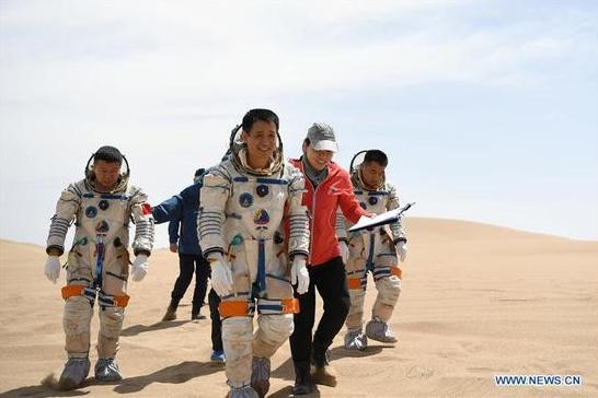 中国宇航员完成沙漠生存训练