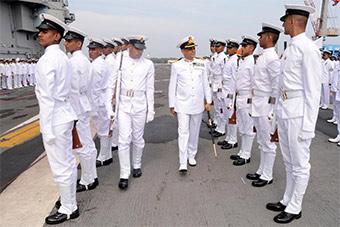 印度航母服役4年后迎来第四任舰长