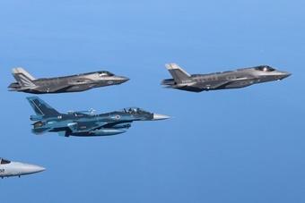 针对歼20?日美F-35五代机首次练联合作战